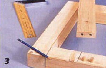 Подсоединяем продольную рейку к П-образной боковине