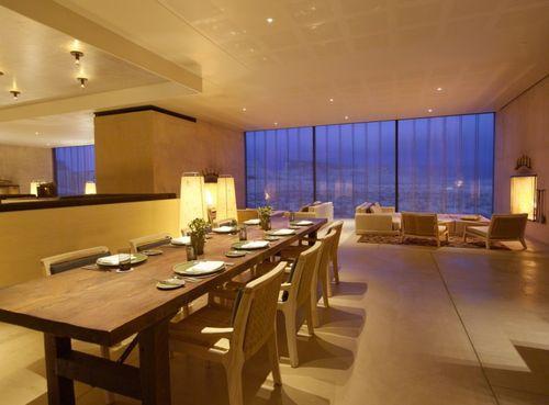 SPA-курорт Amangiri. Гостиная с обеденным столом