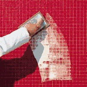 Затирка швів мозаїки