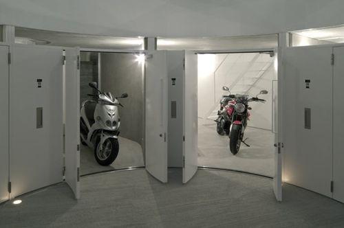 Гараж для мотоцикла в доме
