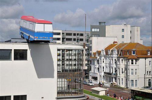 Архитектурная арт-инсталляция «Минуточку Ребята, я есть отличная идея ...» в Великобритании