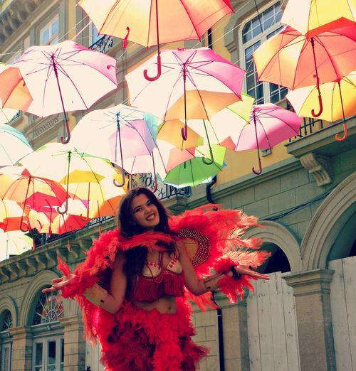 Красота из зонтиков на улице