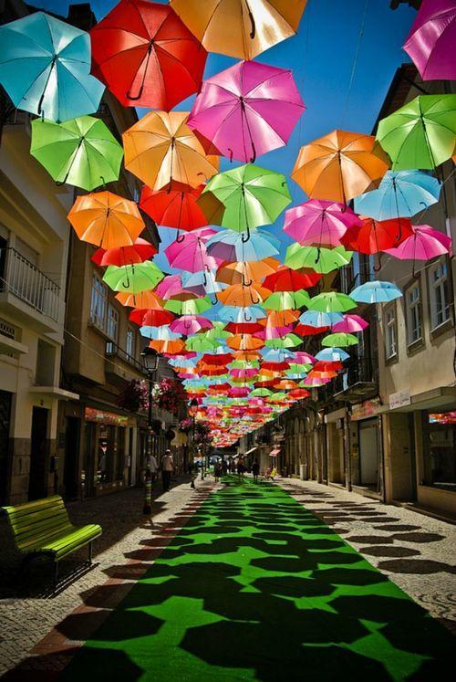 Инсталляция Umbrella Sky