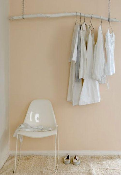 Вешалка для одежды из ветки