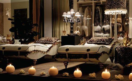 Роскошная спальня со свечами