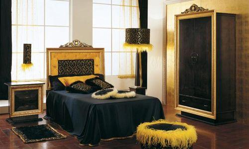 Черные и золотые цвета в интерьере роскошной спальни