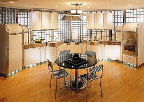Стеклоблоки в интерьере большой кухни