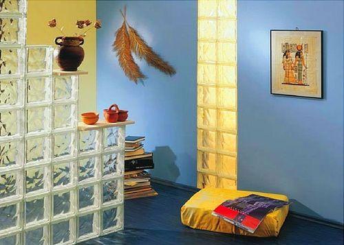 Стеклоблоки в интерьере квартиры с подсветкой