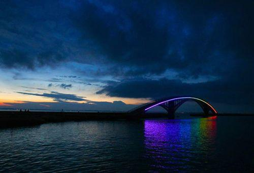 Пешеходный мост Rainbow Bridge