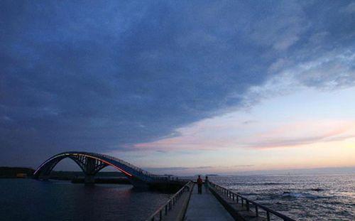 Rainbow Bridge – световая инсталляция, преобразившая город