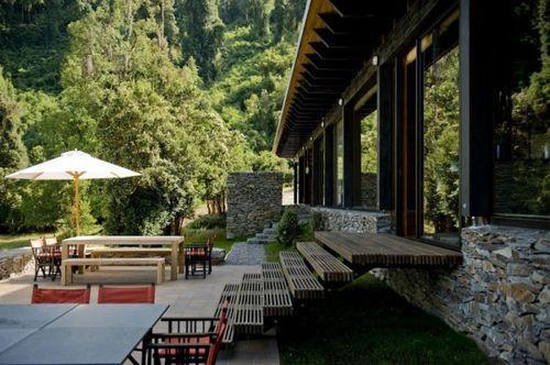 Casa 34 – горизонтальный дом с зеленой кровлей от чилийских архитекторов