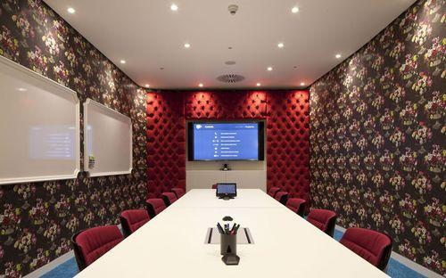Зал совещаний совета директоров в офисе Google