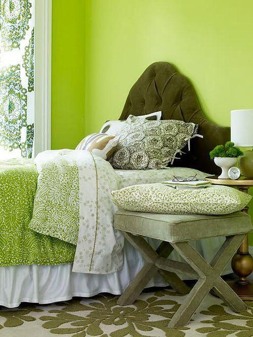 Весенний интерьер спальни