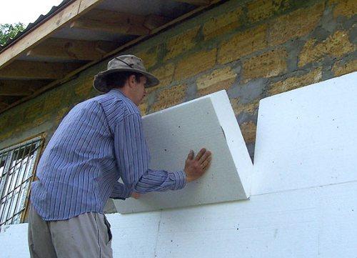 Как крепить пенопласт к стене?