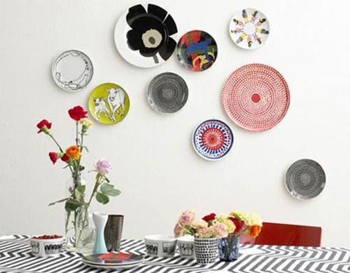 Как украсить дом старыми тарелками?
