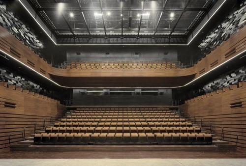 Зал оперного театра Wuxi Grand Theatre
