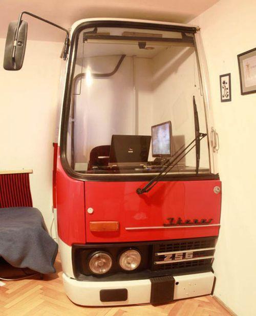 Рабочее место из кабины автобуса Ikarus