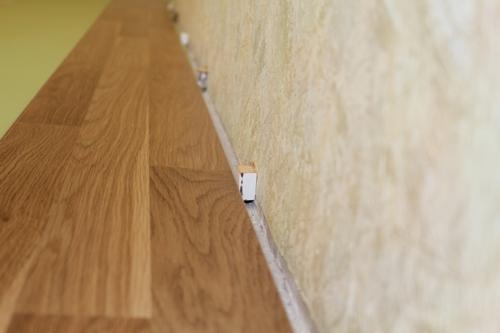Отступ ламината от стены