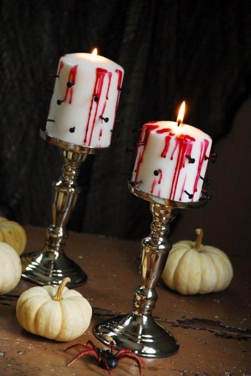 Кровавые свечи на подсвечниках