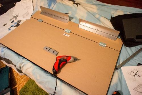 Собираем стол для ноутбука
