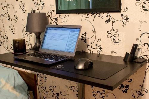 Стол для ноутбука готов