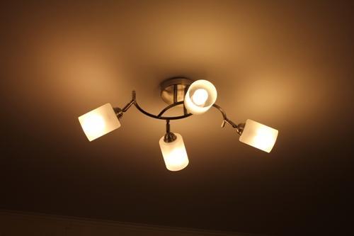 Как светит люстра