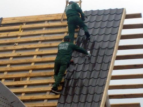 Как крыть крышу металлочерепицей?