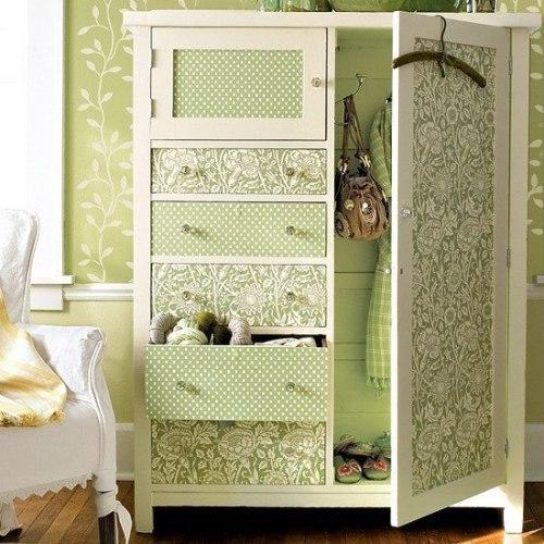 Как обновить шкаф? Обновляем старый шкаф остатками обоев