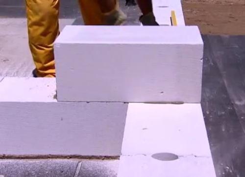 Кладка стены из пенобетонных блоков