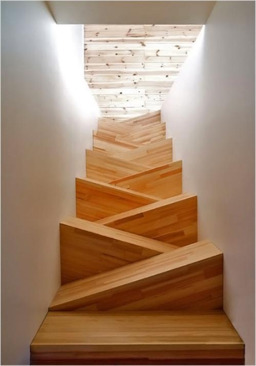 Необычные лестницы. Лестница с кривыми ступенями