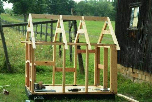 Строительство крыши в будке