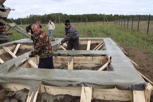 Заливка бетона в опалубку. Плотность бетона