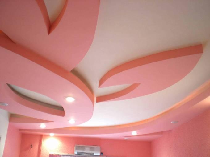 Потолок из гипсокартона в виде лепестков
