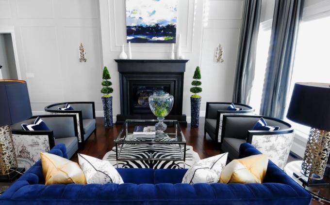 Синий цвет в гостиной фото