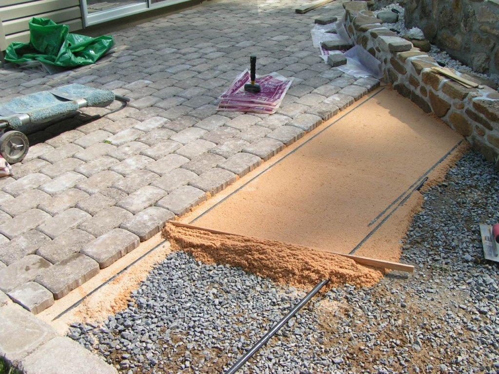 Как укладывать тротуарную и декоративную плитку