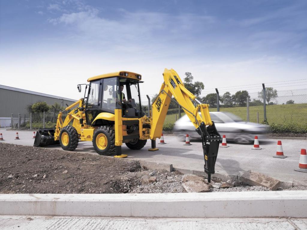Применение экскаватора-погрузчика при строительстве частного дома