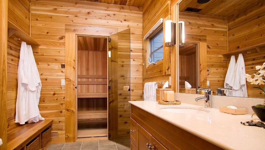 Какие двери лучше для сауны? Как правильно их установить?