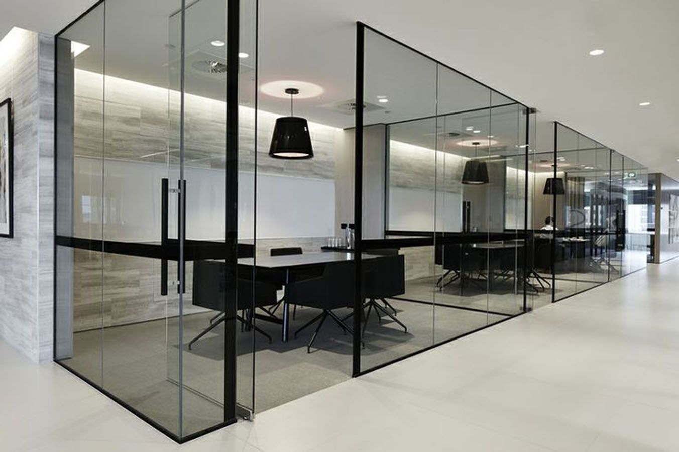 Особенности и преимущества перегородок для офиса