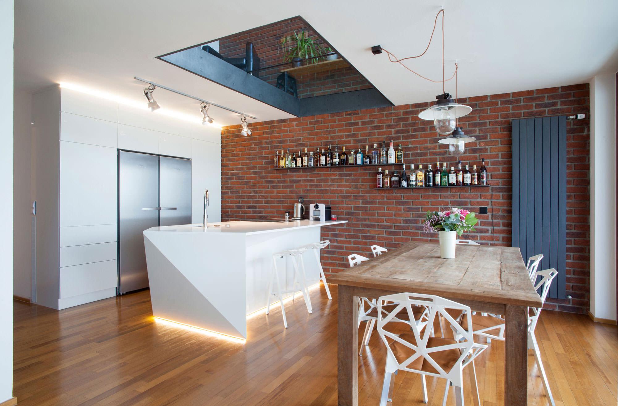 Преимущества клинкерного кирпича на стене кухни