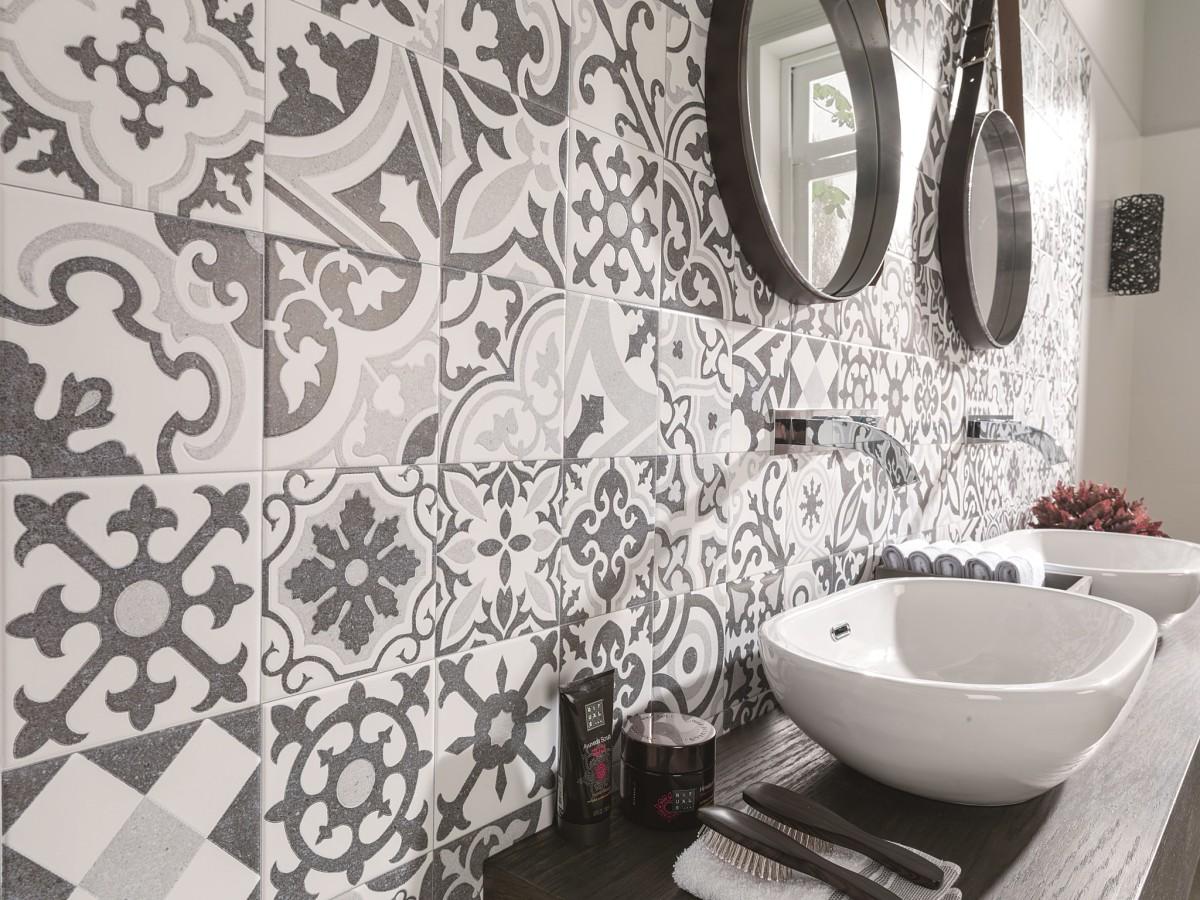 Как самостоятельно облицевать стену керамической плиткой