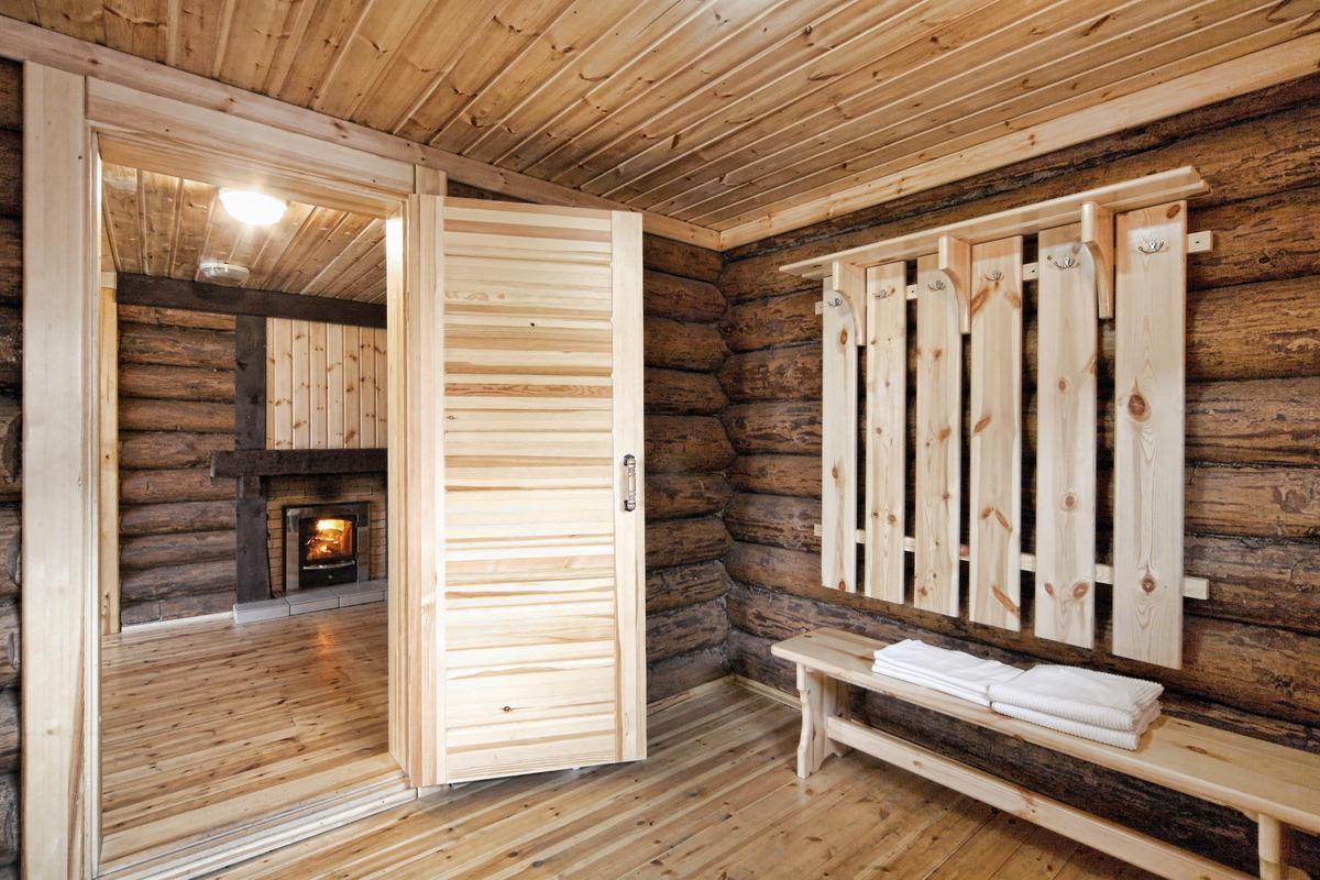 Особенности дверей для бани