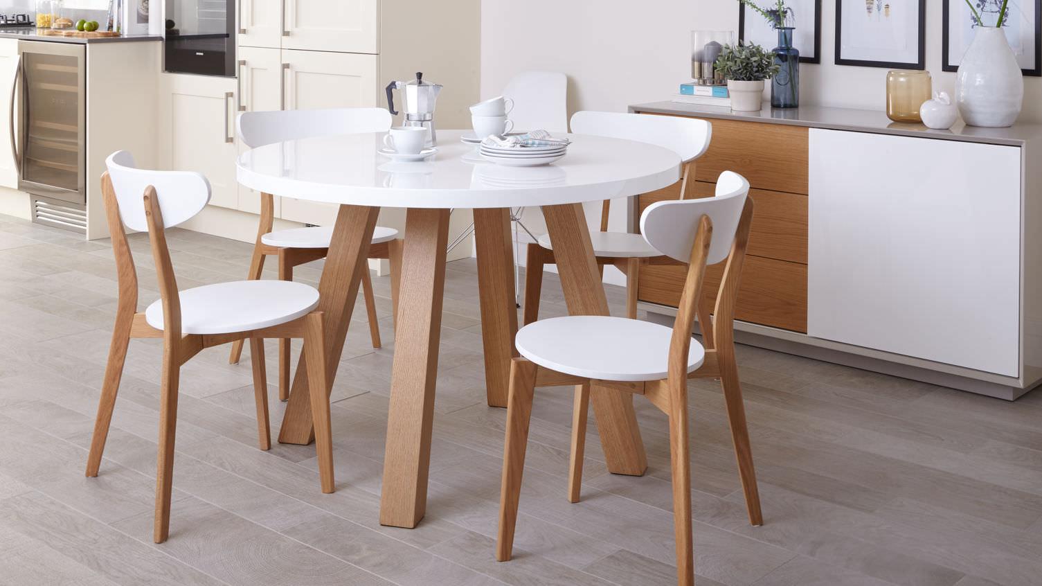 Как выбрать подходящий обеденный стол: 3 практичных совета
