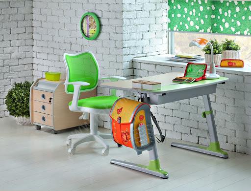 Как выбрать письменный стол и стул для ребенка?