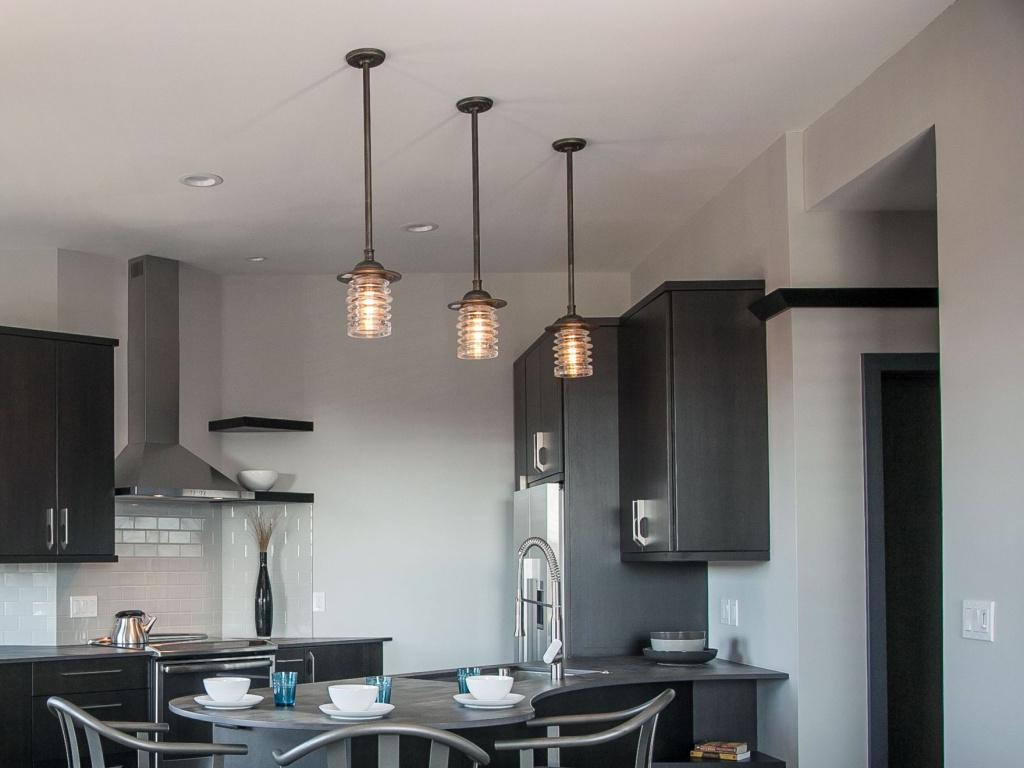 Потолочные светильники: чем отличаются, какие лучше?
