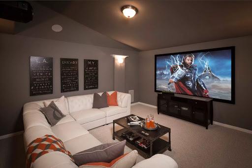 Домашний кинотеатр в интерьере квартиры