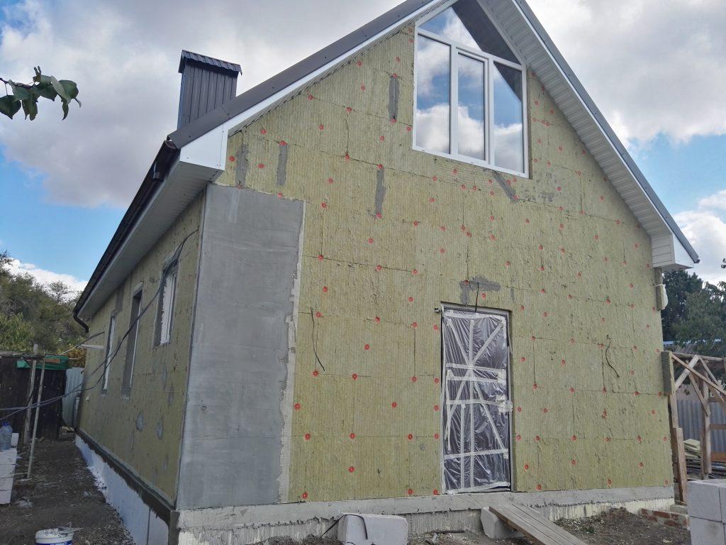 Преимущества утепления фасада дома минеральной ватой