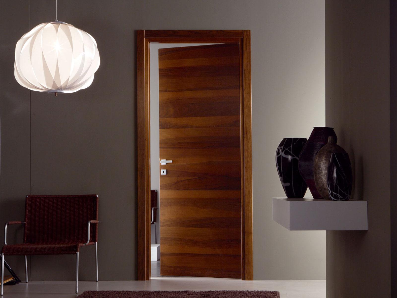 Чем хороши шпонированные двери?