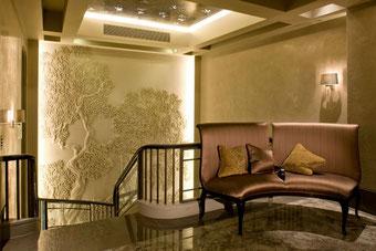 Как применяется декоративная штукатурка в интерьере различных комнат?