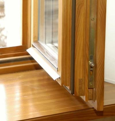 Деревянные окна со стеклопакетом: виды и преимущества
