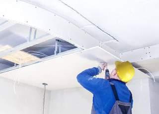 Этапы и стратегия установки натяжных потолков